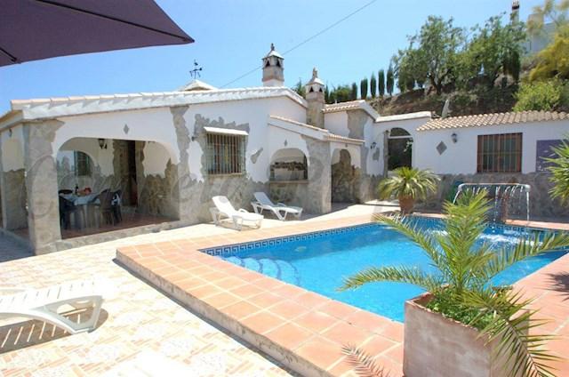 Chalet de 3 habitaciones en Sayalonga en alquiler vacacional con piscina - 625 € (Ref: 2707642)