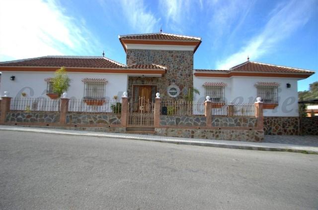 Casa de 5 habitaciones en Cómpeta en alquiler vacacional con piscina garaje - 1.050 € (Ref: 2857081)