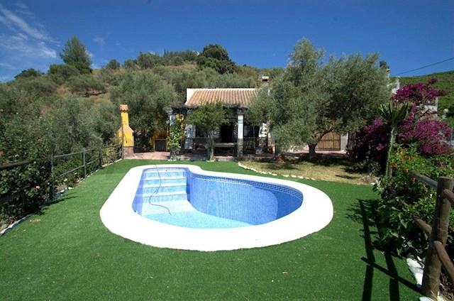 4 bedroom Finca/Country House for holiday rental in Torrox with pool - € 550 (Ref: 2876247)