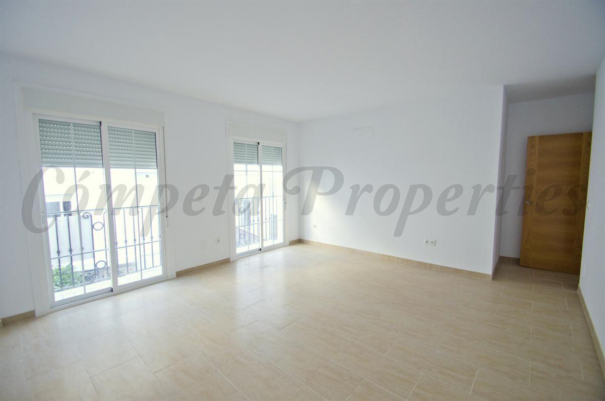 3 bedroom Apartment for sale in Canillas de Aceituno - € 86,000 (Ref: 2895810)