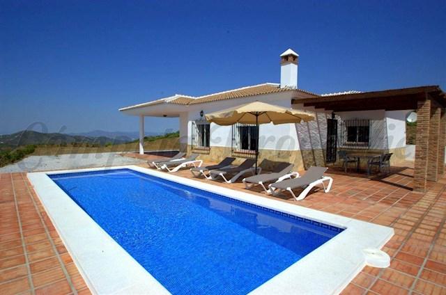 3 sypialnia Willa na kwatery wakacyjne w Canillas de Albaida z basenem - 700 € (Ref: 2961398)