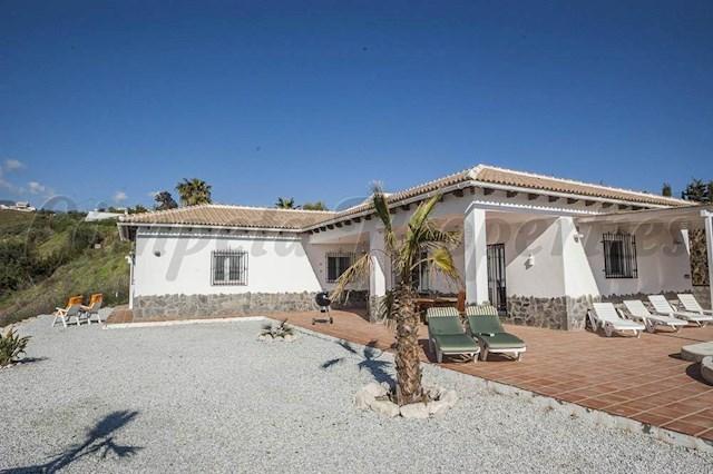 3 soverom Villa til salgs i Canillas de Albaida med svømmebasseng - € 600 (Ref: 3368484)