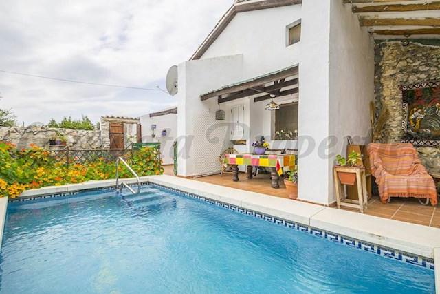 3 sovrum Finca/Hus på landet till salu i Periana med pool - 150 000 € (Ref: 3438784)