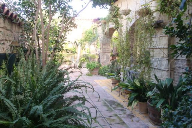 7 chambre Hôtel à vendre à Jerez de la Frontera avec garage - 1 750 000 € (Ref: 3453846)