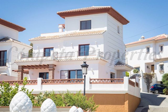 3 sovrum Semi-fristående Villa till salu i Torrox-Costa med pool garage - 480 000 € (Ref: 3486236)