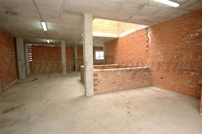 Garage att hyra i Canillas de Albaida - 350 € (Ref: 3640994)