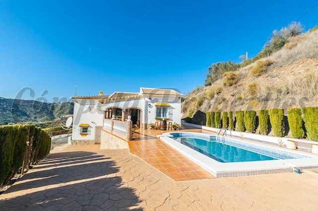 3 bedroom Villa for holiday rental in Vinuela with pool - € 840 (Ref: 3702452)