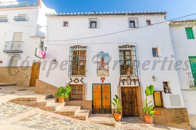 Hotel de 7 habitaciones en Archez en venta - 275.000 € (Ref: 3740086)