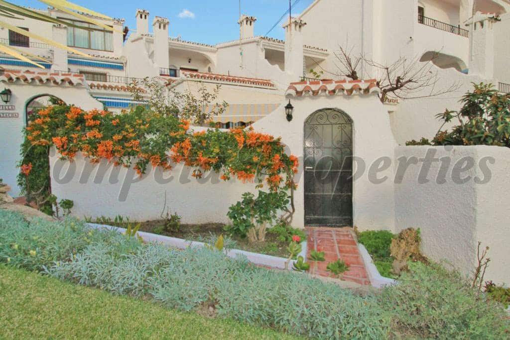 2 bedroom Apartment for sale in Nerja with pool - € 200,000 (Ref: 5036271)