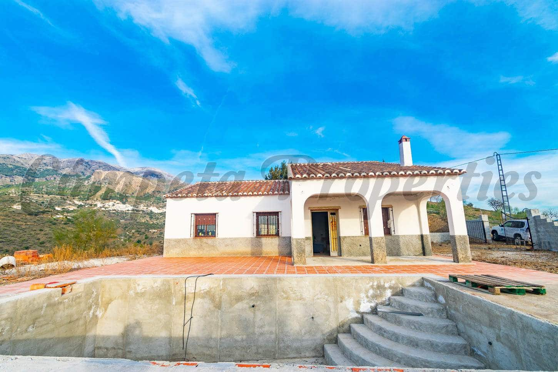 3 bedroom Villa for sale in Canillas de Aceituno with pool - € 200,000 (Ref: 5057681)