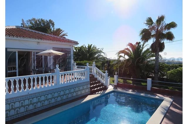 3 bedroom Semi-detached Villa for holiday rental in Torrox with pool - € 750 (Ref: 5324622)