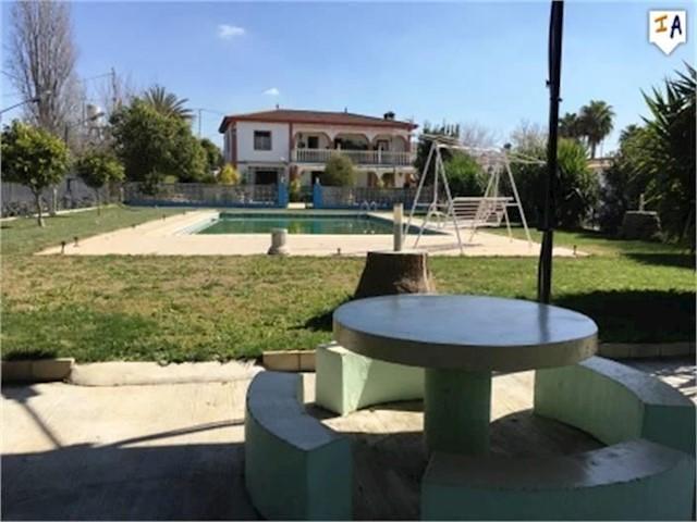 Chalet de 6 habitaciones en Puente Genil en venta con piscina - 189.950 € (Ref: 3381521)
