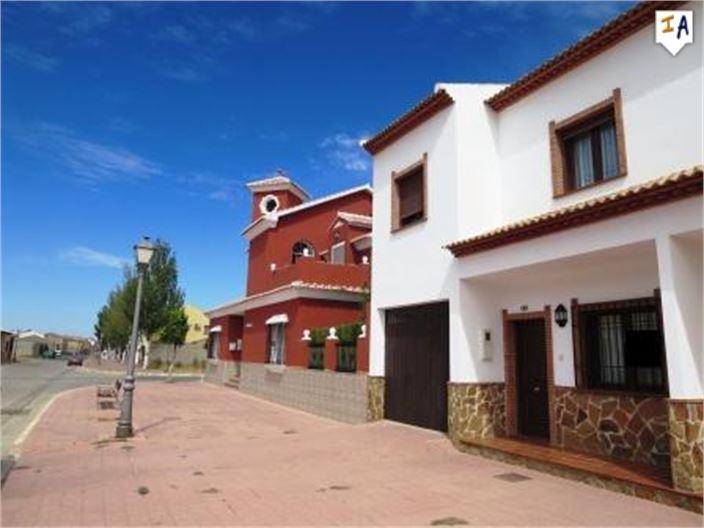 Casa de 3 habitaciones en Humilladero en venta - 136.950 € (Ref: 3528801)
