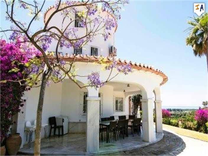 8 Zimmer Villa zu verkaufen in Torre del Mar mit Pool - 795.000 € (Ref: 4489493)