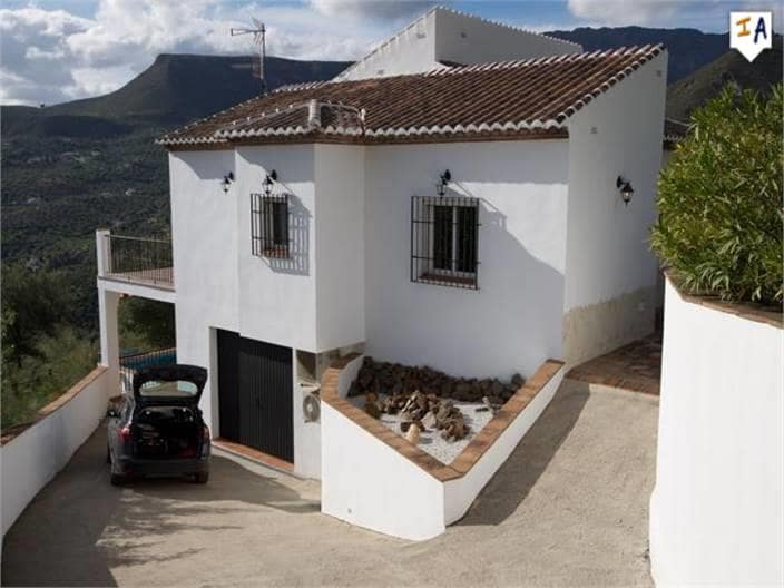 3 bedroom Villa for sale in Alcaucin with pool - € 285,000 (Ref: 4977261)