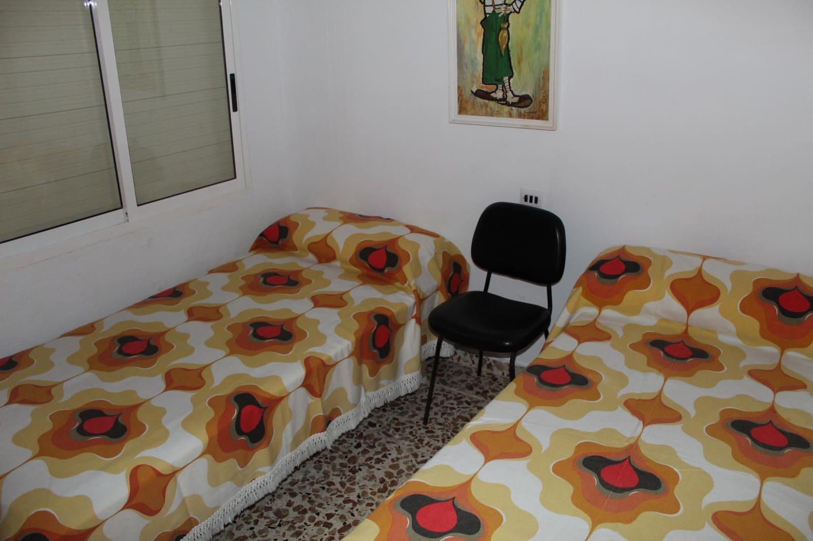 5 soverom Villa til leie i Daimus - € 800 (Ref: 4479946)