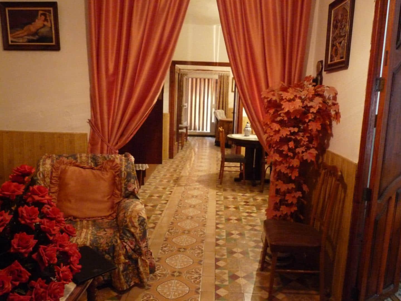 6 bedroom Townhouse for sale in Rafol de Salem - € 70,000 (Ref: 5175960)