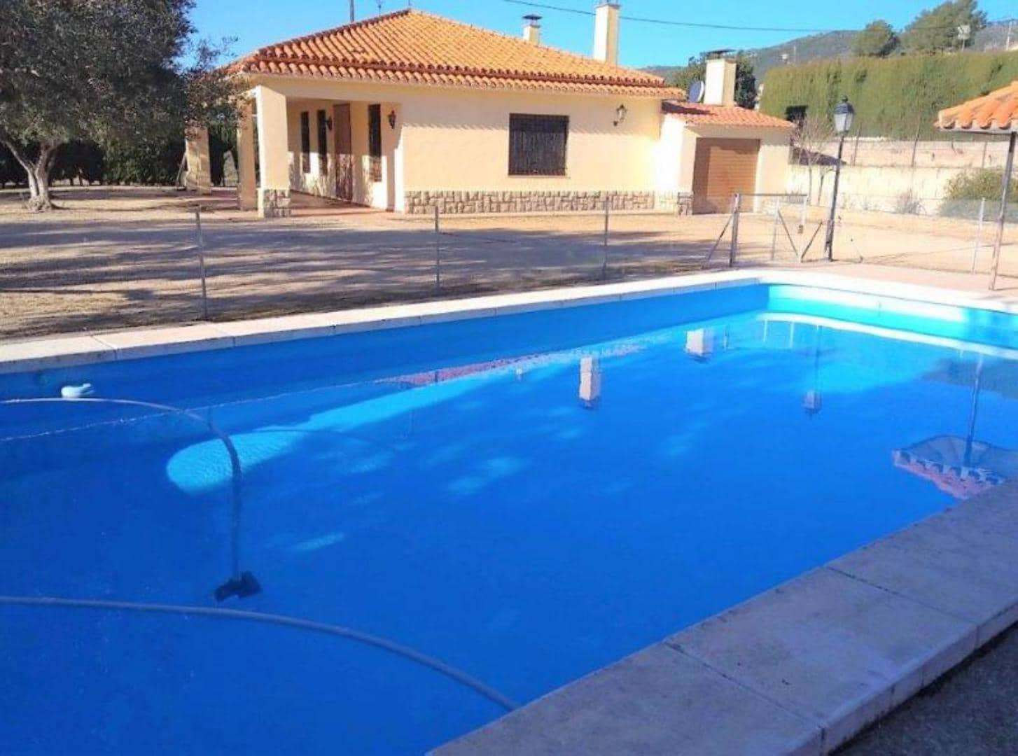4 bedroom Villa for sale in Ontinyent with pool garage - € 170,000 (Ref: 5592084)