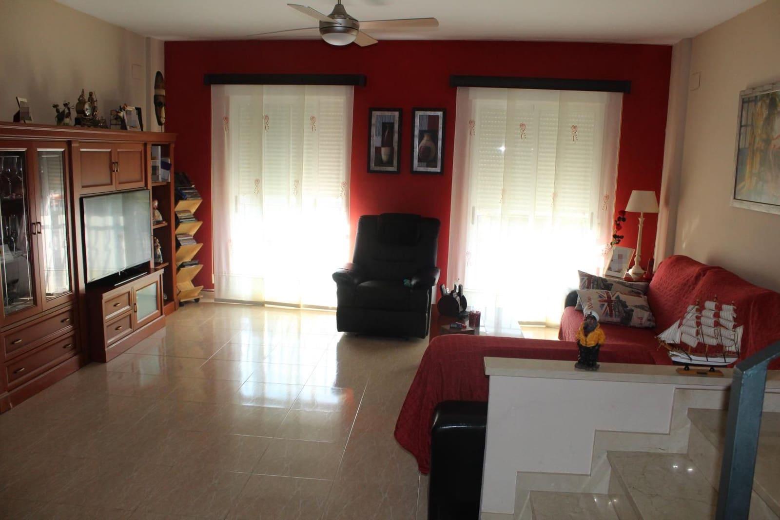5 chambre Villa/Maison Mitoyenne à vendre à Piles avec garage - 170 000 € (Ref: 5609778)