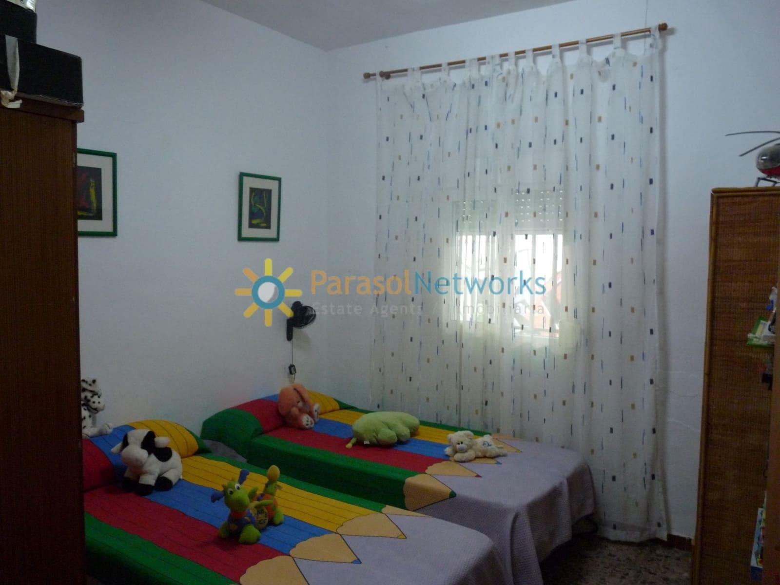4 quarto Moradia para venda em Oliva com piscina - 130 000 € (Ref: 5635458)