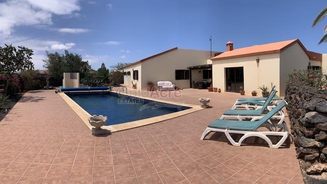 3 makuuhuone Huvila myytävänä paikassa Lajares mukana uima-altaan - 595 000 € (Ref: 4145947)
