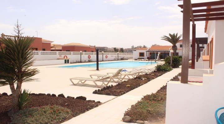 2 sovrum Bungalow till salu i Costa de Antigua med pool - 84 000 € (Ref: 4756813)