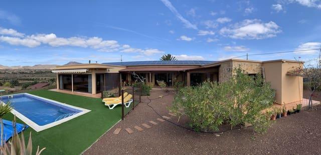 4 slaapkamer Villa te koop in Tuineje met zwembad - € 795.000 (Ref: 5536280)