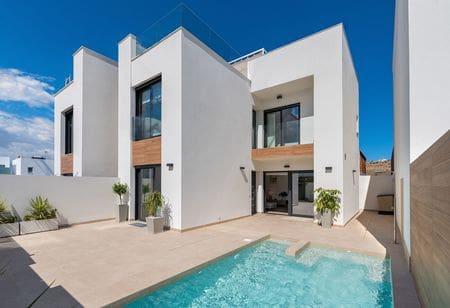 Chalet de 3 habitaciones en Benijófar en venta con piscina - 239.900 € (Ref: 4432366)