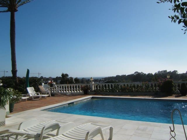 4 bedroom Villa for sale in Marbella with pool - € 899,000 (Ref: 5130364)