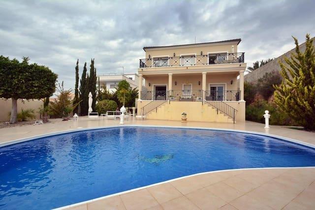 Chalet de 4 habitaciones en La Escuera en venta con piscina - 575.000 € (Ref: 5487926)