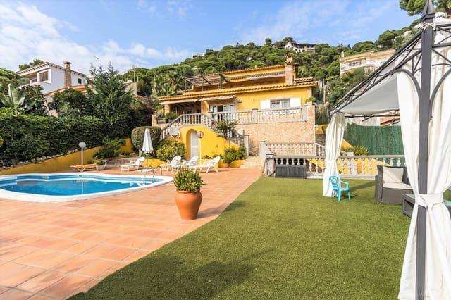 5 makuuhuone Huvila myytävänä paikassa Lloret de Mar mukana uima-altaan  autotalli - 530 000 € (Ref: 5884618)