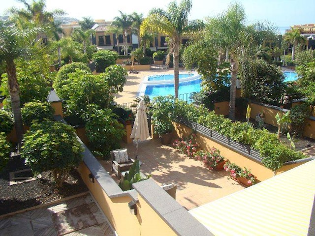 3 bedroom Townhouse for sale in Playa del Duque with pool - € 750,000 (Ref: 1986609)