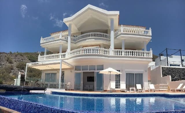 7 bedroom Villa for sale in Torviscas with pool - € 1,950,000 (Ref: 4314414)