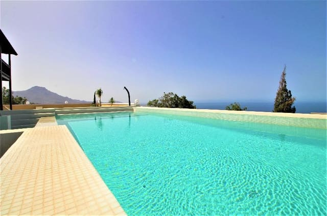 9 sypialnia Willa na sprzedaż w Los Menores z basenem - 2 750 000 € (Ref: 4725638)
