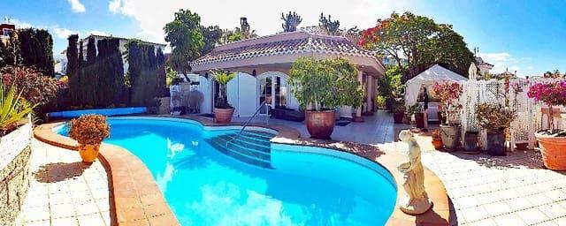 5 bedroom Villa for sale in Playa del Duque with pool - € 4,390,000 (Ref: 6136979)