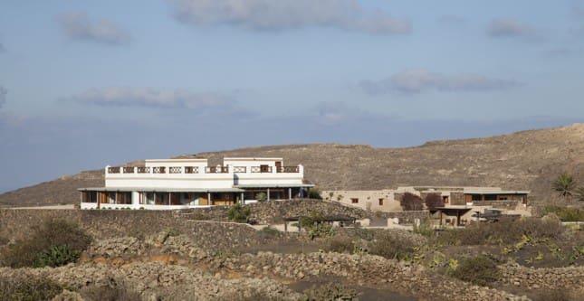 11 soverom Villa til salgs i Ye med svømmebasseng - € 1 800 000 (Ref: 2891135)