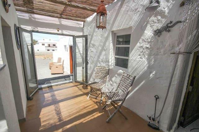 5 makuuhuone Omakotitalo myytävänä paikassa Tinajo mukana  autotalli - 425 000 € (Ref: 6081893)
