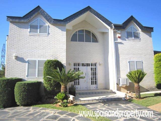 6 chambre Villa/Maison à vendre à Torrent avec piscine garage - 650 000 € (Ref: 2865050)