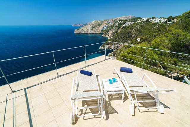 3 soverom Villa til salgs i Ambolo med svømmebasseng garasje - € 1 217 (Ref: 3712544)