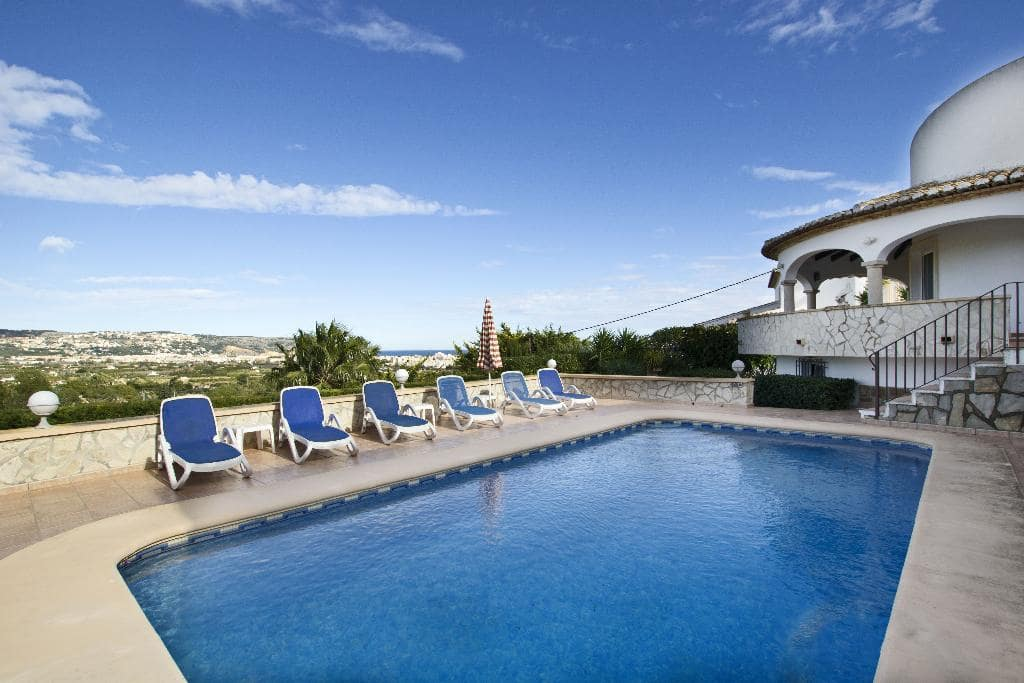3 bedroom Villa for holiday rental in Adsubia with pool garage - € 639 (Ref: 3777689)
