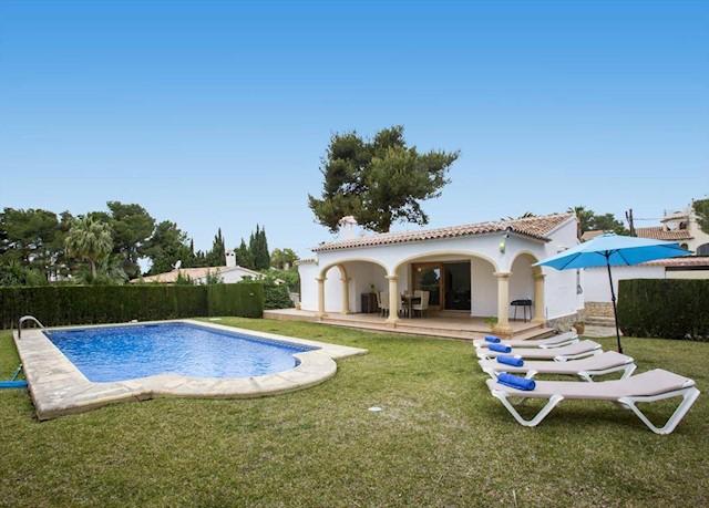 2 Zimmer Ferienvilla in Javea / Xabia mit Pool Garage - 488 € (Ref: 3799284)
