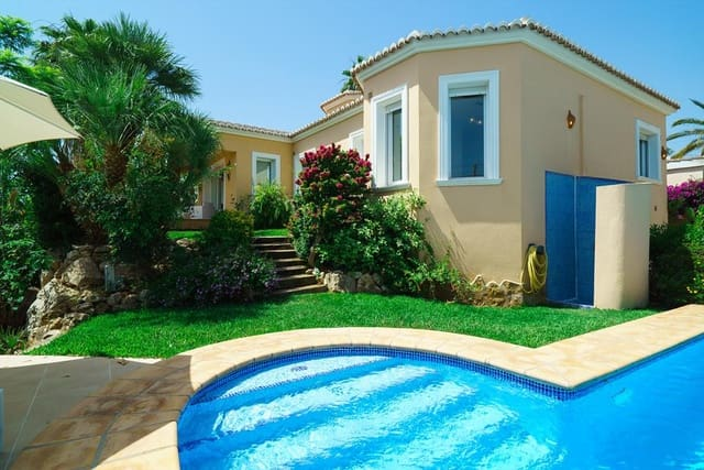 3 Zimmer Ferienvilla in Adsubia mit Pool Garage - 375 € (Ref: 4030297)