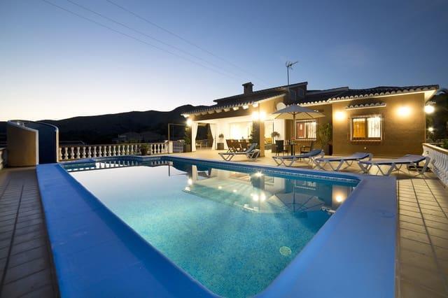 Chalet de 4 habitaciones en Teulada en alquiler vacacional con piscina garaje - 592 € (Ref: 4586273)
