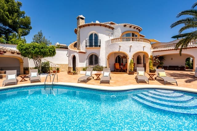 5 bedroom Villa for holiday rental in Ambolo with pool garage - € 1,164 (Ref: 5340394)