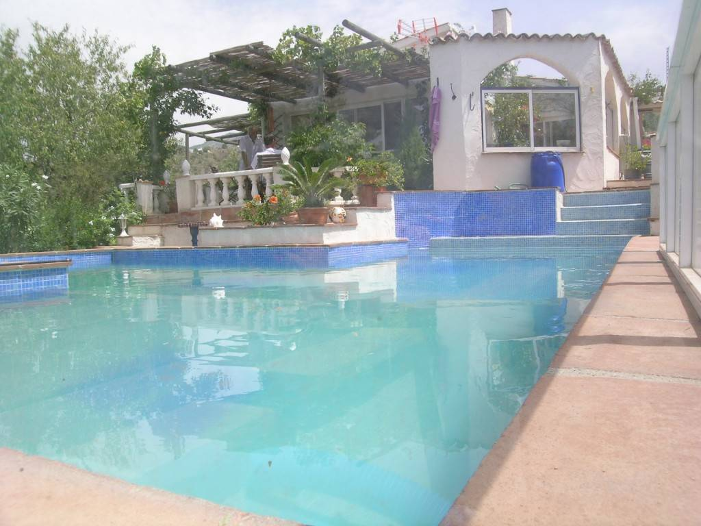6 bedroom Finca/Country House for sale in Canillas de Aceituno with pool - € 348,000 (Ref: 1968227)