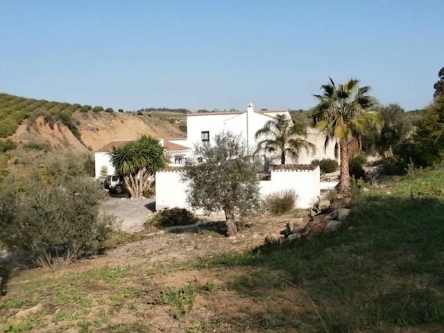 8 Zimmer Villa zu verkaufen in Casarabonela mit Pool - 425.000 € (Ref: 1968490)