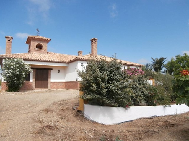 3 bedroom Finca/Country House for sale in Olias with pool - € 395,000 (Ref: 2052872)