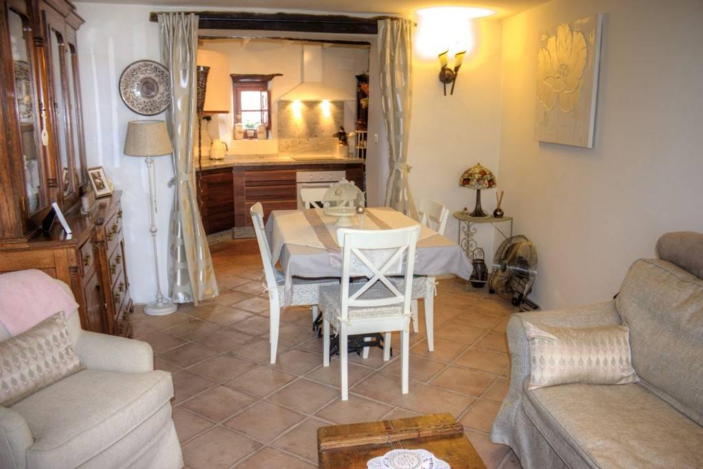 Casa de 2 habitaciones en Salares en venta - 185.000 € (Ref: 3576665)
