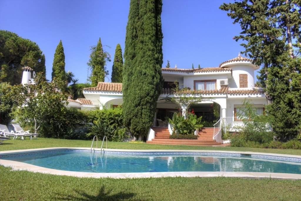 5 slaapkamer Villa te huur in Golden Mile met zwembad garage - € 7.500 (Ref: 3576731)