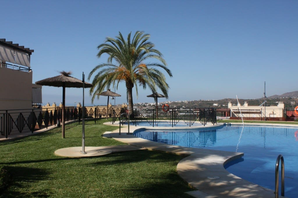 3 bedroom Penthouse for sale in Almayate with pool garage - € 225,000 (Ref: 4799372)